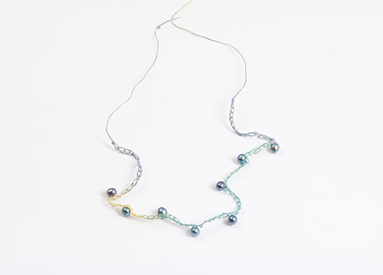 How to make a glamorous graduated summer necklace  - step 7