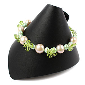 create a peridot shamrock bracelet